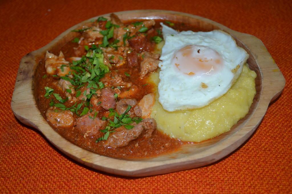 Tochitura de porc cu carnati - Casa Magica Busteni