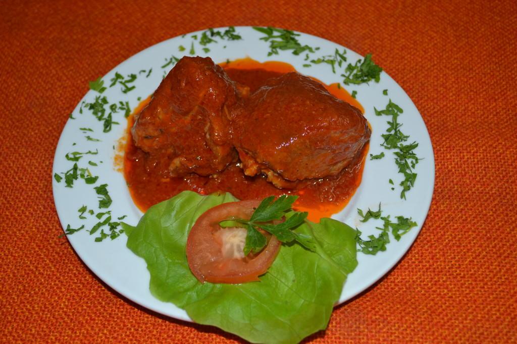 Friptura de porc cu sos rosu - Casa Magica Busteni