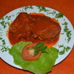 Friptura de porc cu sos rosu