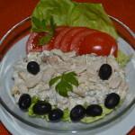 Salata de piept de pui cu castraveti murati si maioneza