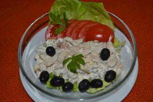 Salata de piept de pui cu castraveti murati si maioneza - Casa Magica Busteni